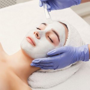 woman-gets-face-mask-by-beautician-at-spa-PF9GRQ9-1024x683